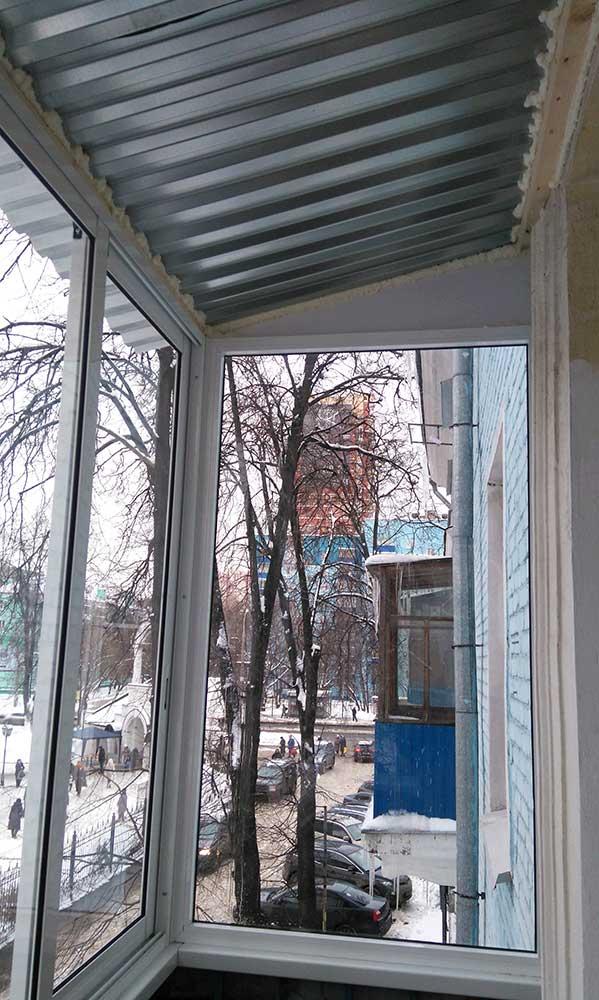 35 000 рублей.остекление балконов и лоджий с крышей. экобалк.